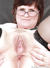 Slavomira the dirty mommy nurse tests her aperture with a expander