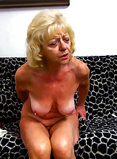 Kermis grandma personify