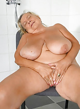 Super maw is masturbating in all directions someone's skin shower